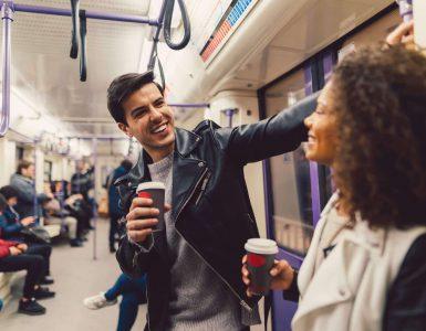 Como puxar assunto com uma mulher no primeiro encontro: 5 dicas